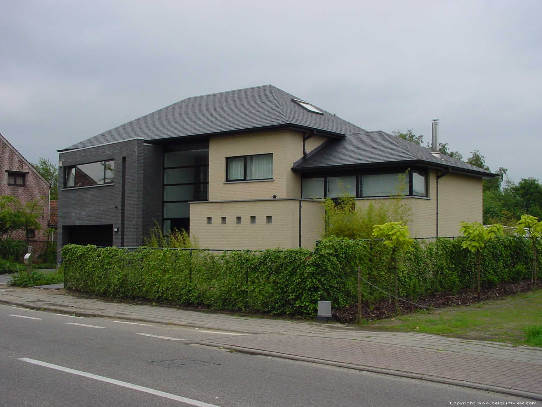 Moderne woning hofstade zemst foto for Moderne huis foto