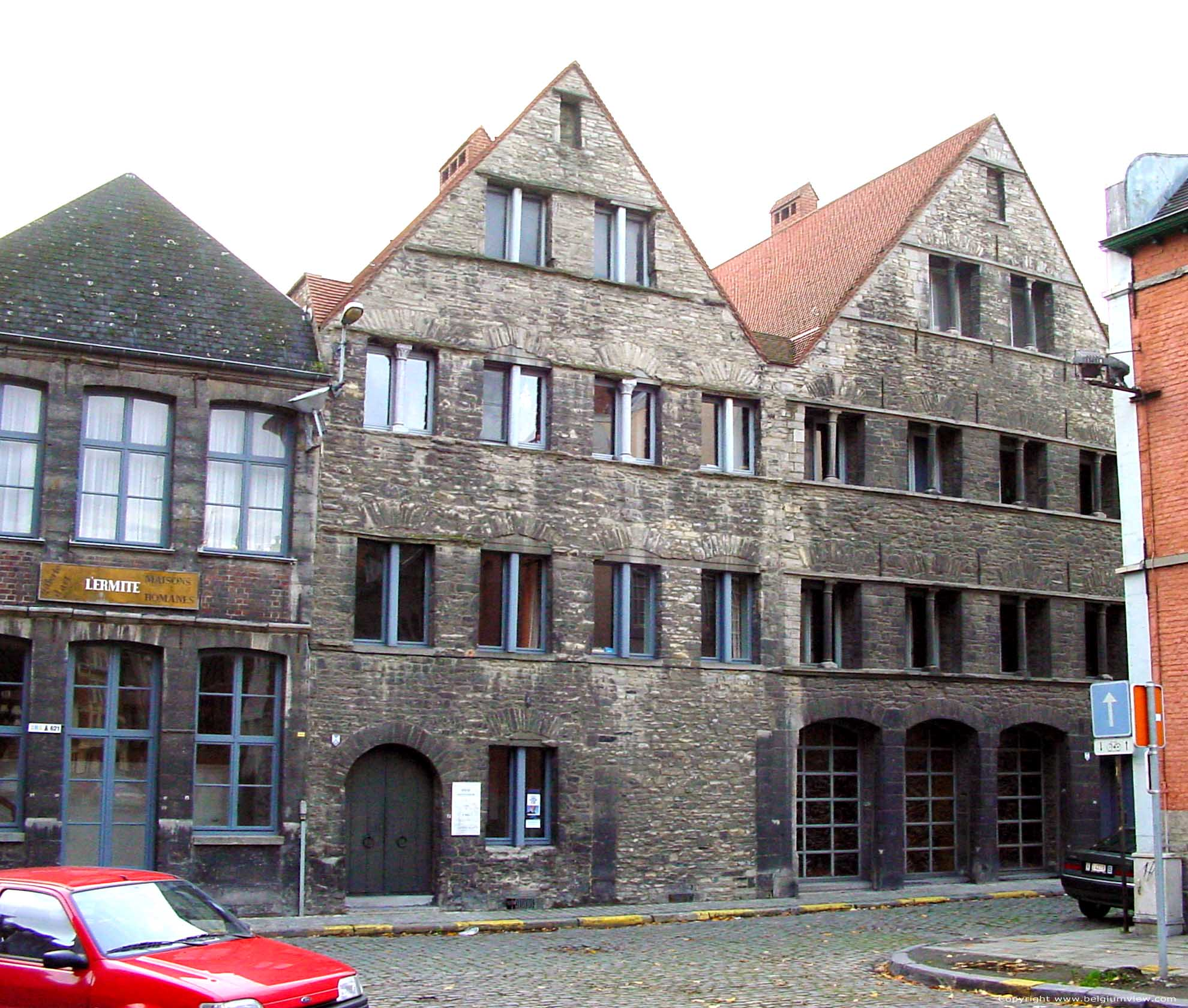 Oude romaanse huizen bij sint brixiuskerk tournai in doornik belgi - Foto huizen ...