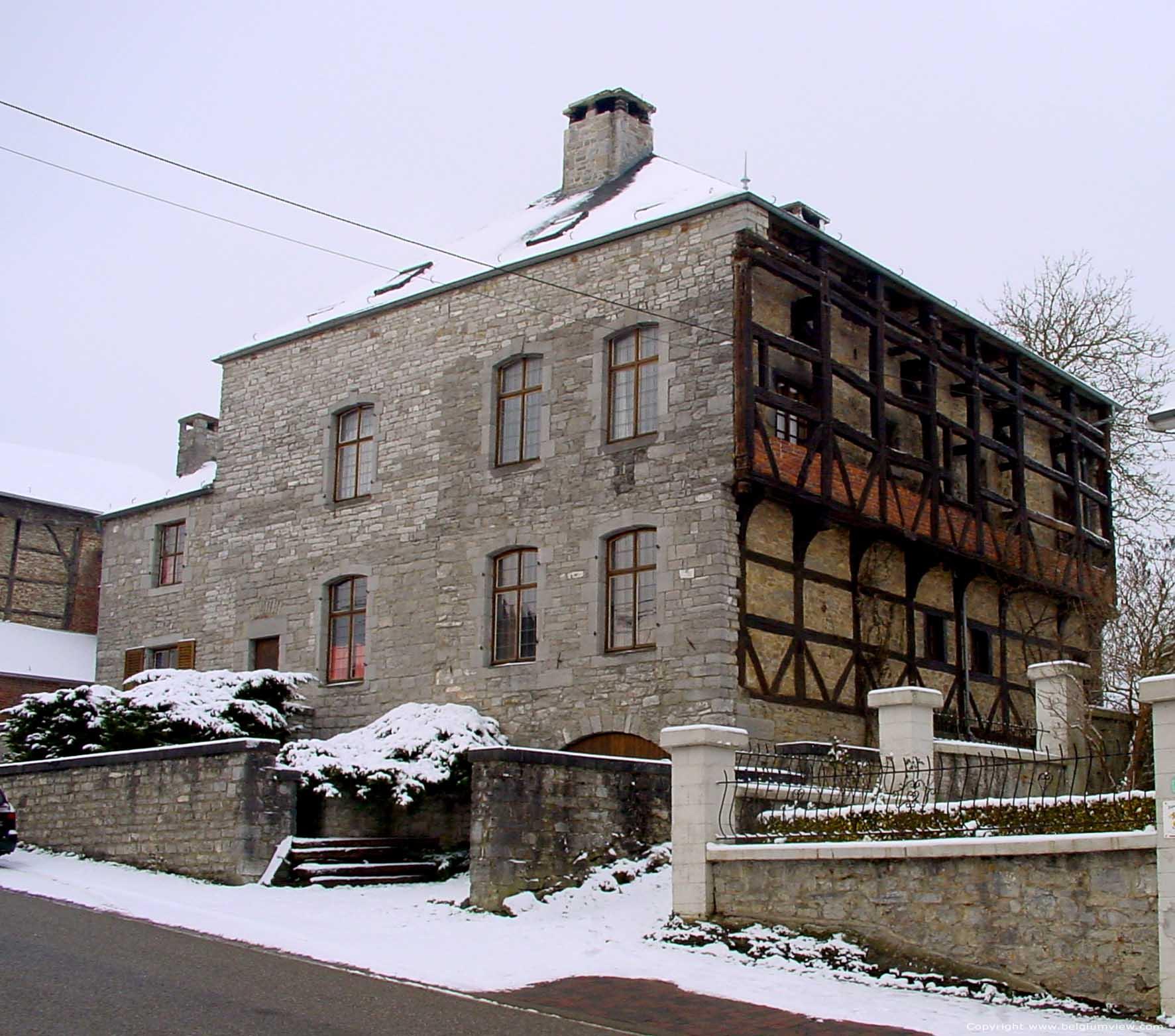 Huis met oude gevel gimnee doische foto - Provencaalse huis gevel ...